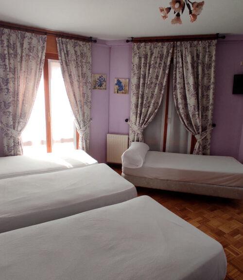 Habitación-cuádruple-Hostal-Docar-para-4-personas-en-Lerma